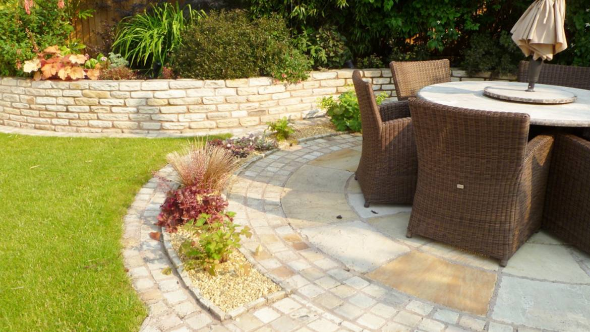 Relaxing Garden Circular Space