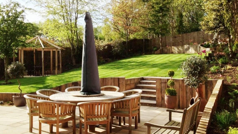 Large Landscape Garden Retreat